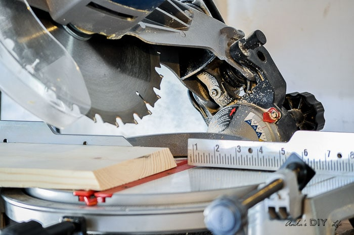 Cutting angle for the tiered plant stand on the miter saw