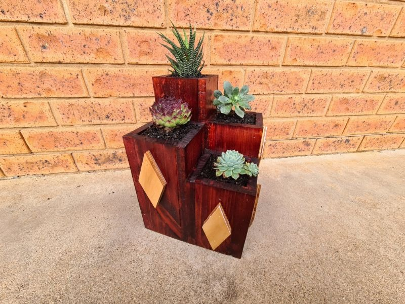 4 tiered wood planter box with diamond accents