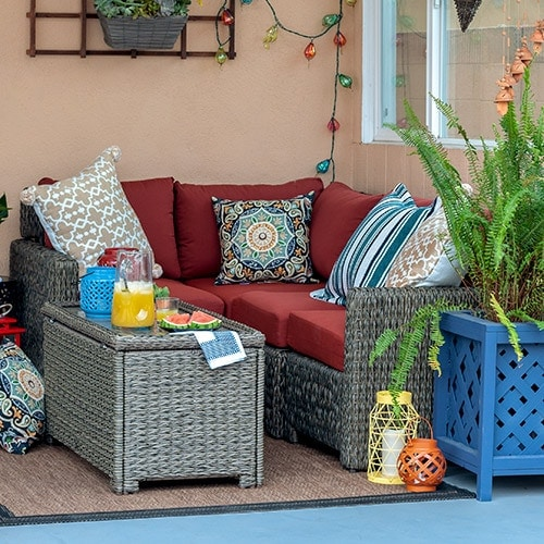 Small patio decorating ideas to transform your patio into a cozy space with personality and the perfect setting for entertaining and spending time.