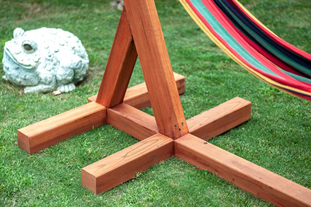 Close up look at the base of the DIY wooden hammock stand