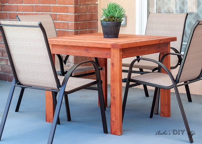 The outdoor table in patio with 4 chairs
