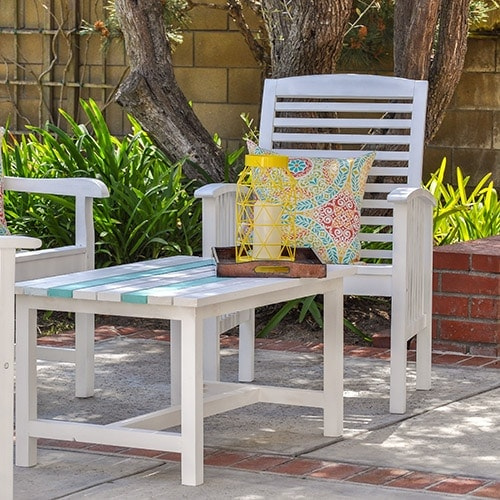Your step by step guide to painting outdoor wood furniture like a pro and make it last a long time in the rain and shine! Just follow these simple tips and tricks!