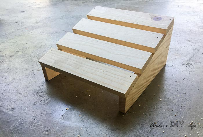 Superb Diy Footrest For Under Desk Alphanode Cool Chair Designs And Ideas Alphanodeonline