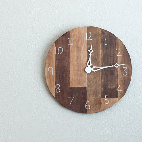 Learn how to make this easy DIY wood clock with leftover scrap plywood and a wall clock kit. Add a reclaimed pallet wood looks with this detailed tutorial.