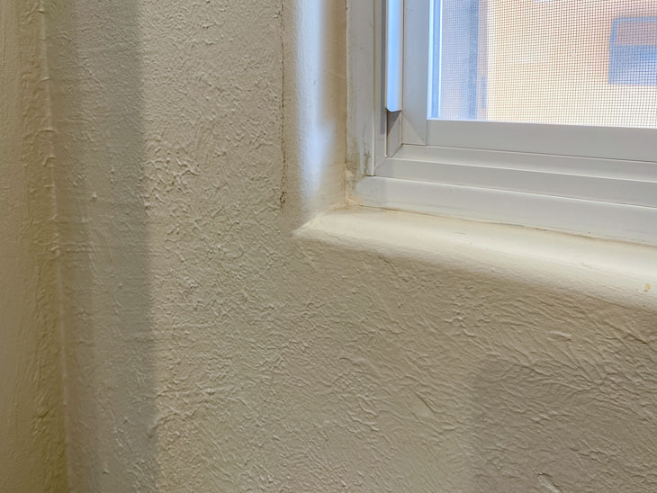 Bullnose or rounded corner of window.