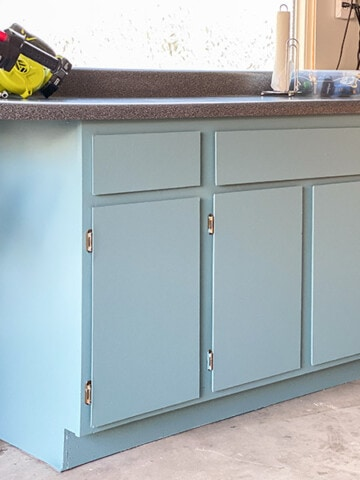 Can you paint veneer cabinets? Yes, you can! Here is a complete tutorial on how to paint veneer cabinets for a long-lasting professional finish.
