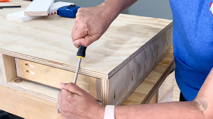 running a screw driver along the edge of the plywood to round it up