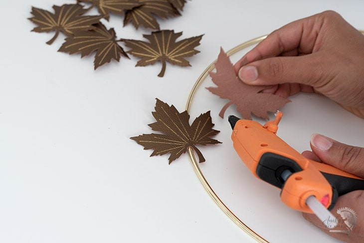 Making the minimal and modern fall wreath using Foil transfer faux leather