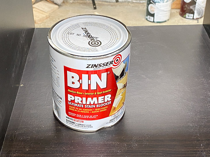 Close up shellac-based primer for painting laminate furniture
