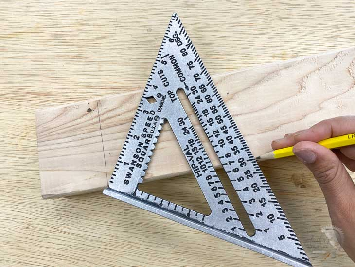 making a 30 degree angle using a speed square