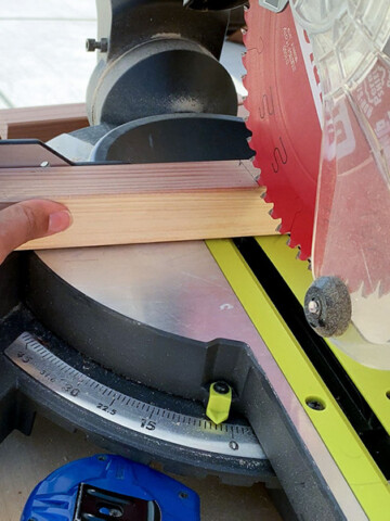 A simple but detailed guide to different types of power saws and their uses in woodworking - their pros and cons and which saw to buy.