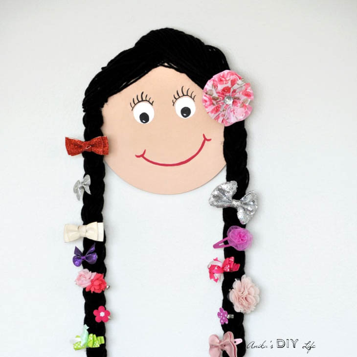 smiley girls face with yarn hair holding hairbows
