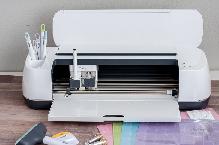 Cricut maker with all its accessories on the table