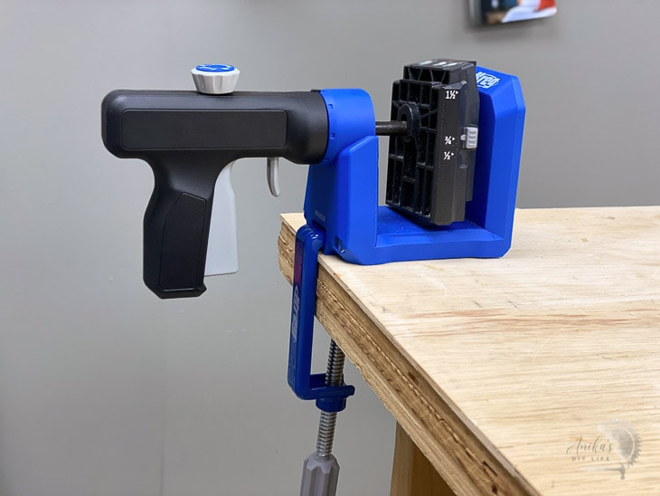 using the kreg 520 pro mounted on the workbench