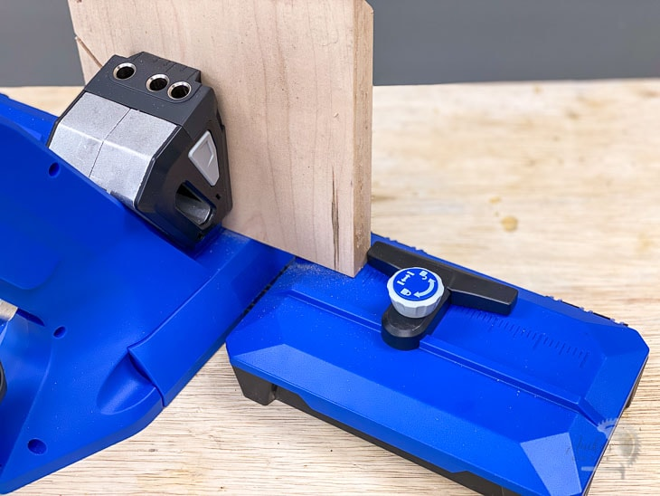 adjustable stop on the Kreg jig 720 pro supporting a board