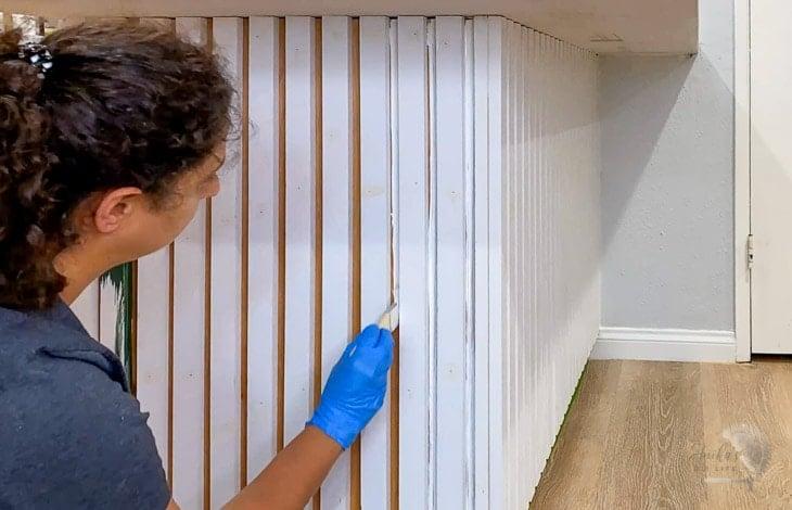 applying primer between the slats