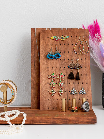 Learn how to make a gorgeous DIY jewelry display that can be easily customized to make a perfect gift for yourself or the woman in your life.