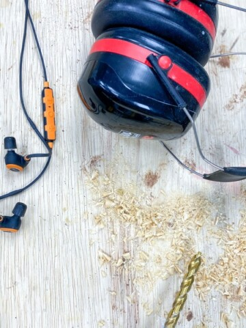 My best recommendations for hearing protections for woodworking. Understand what to look for in them and how to choose the best ear protection that worsk for you.