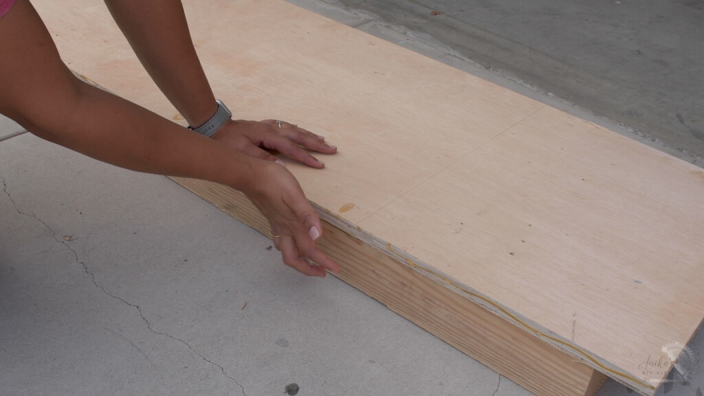 how to support the material to cut using a circular saw