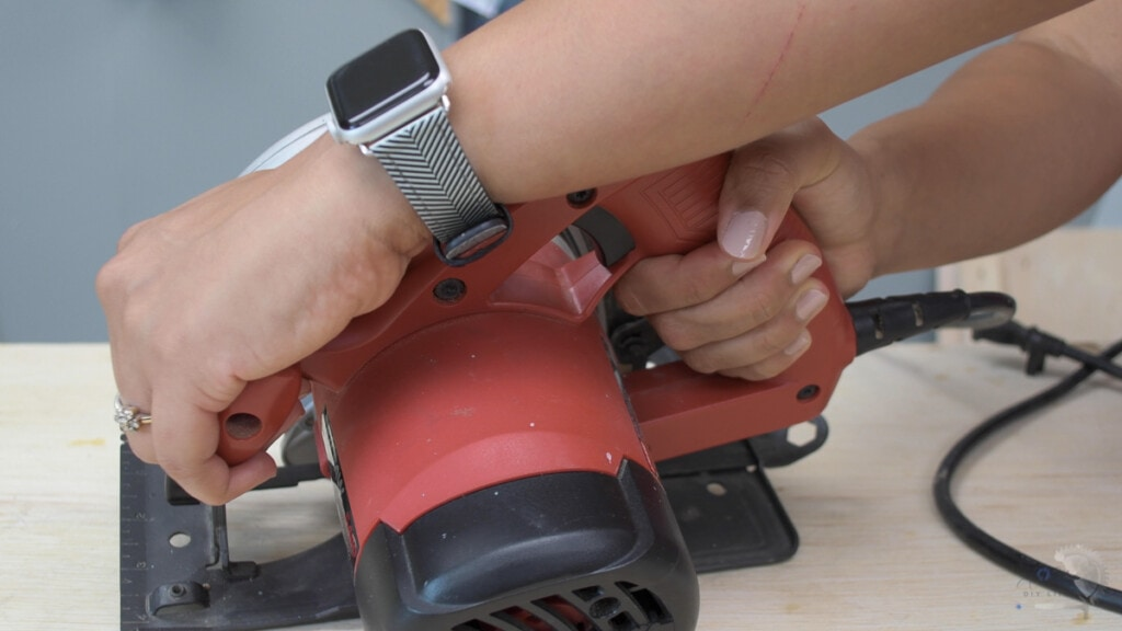 woman showing how to hold the circular saw