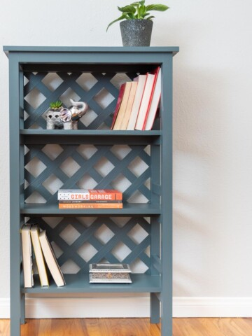 Learn how to build a DIY bookshelf with trellis back with step-by-step tutorials and detailed plans. This is a great beginner-friendly project that can be completed on a weekend.
