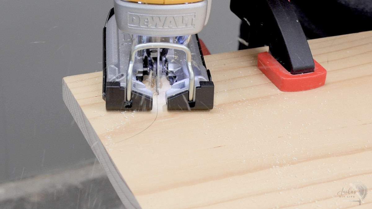 woman cutting a simple curve with a jigsaw